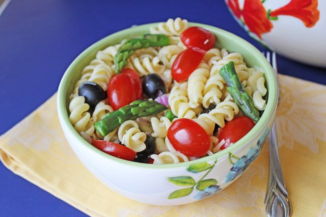 Asparagus, Tomato and Artichoke Pasta Salad from jamiecooksitup.com