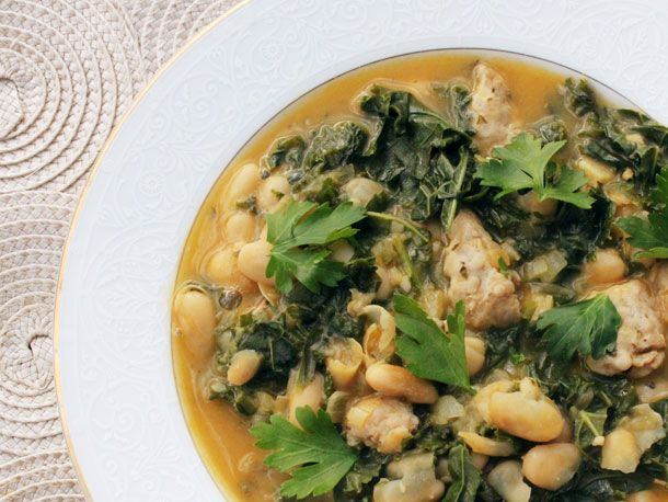 This Skillet 30-Minute Kale, White Bean, and Sausage Soup is made with ...