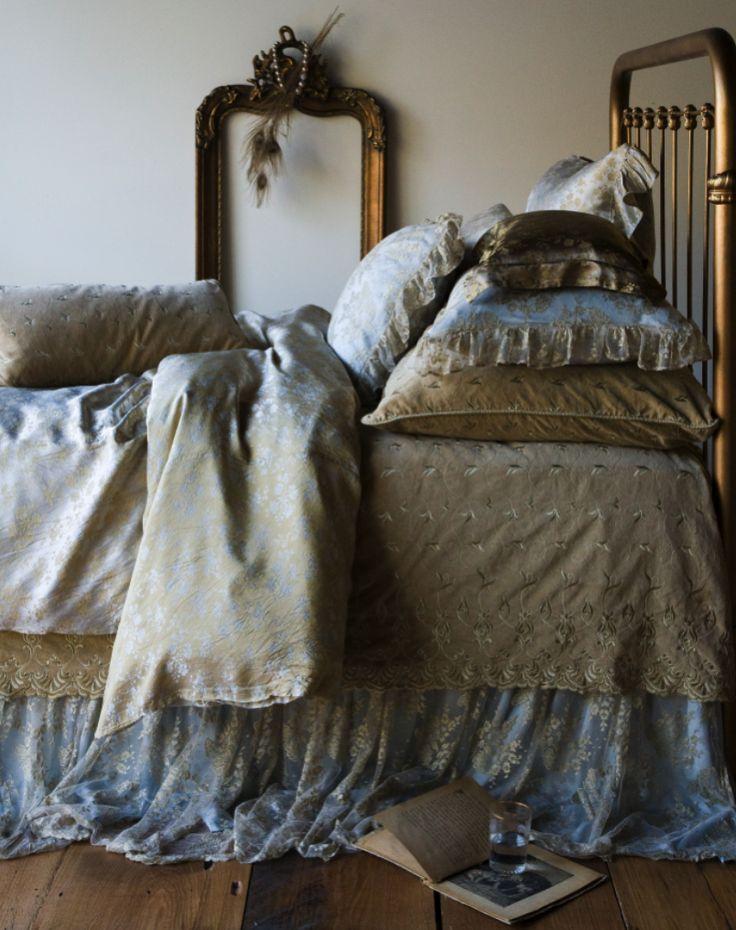 bella notte linens blue and gold bedding bedding pinterest. Black Bedroom Furniture Sets. Home Design Ideas