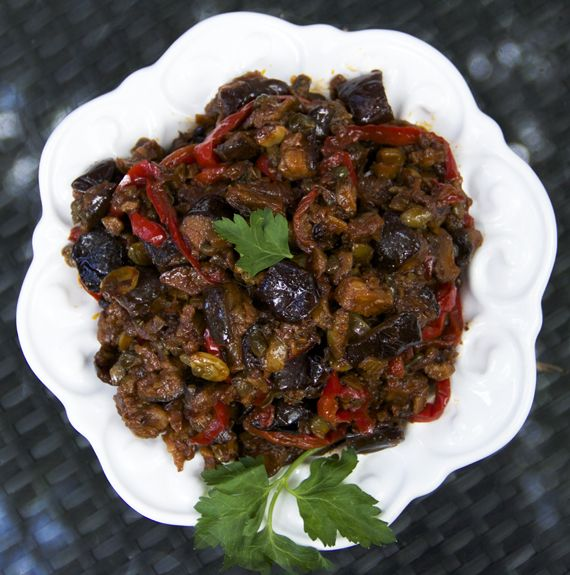 Caponata is a sweet and sour eggplant dip, so delicious as a topping ...