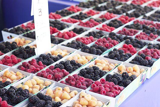 farmers market berries