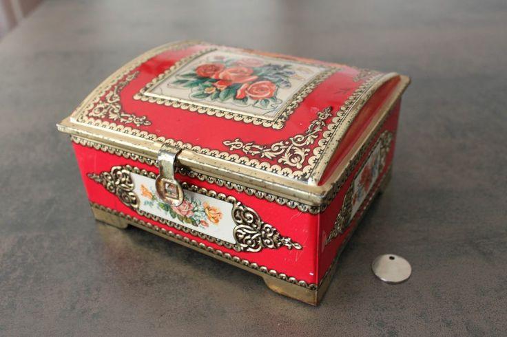 boite en m tal rouge fleurs ancienne chocolat ou biscuits vintage. Black Bedroom Furniture Sets. Home Design Ideas