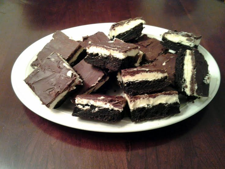 "Peppermint Cream Brownie Bars! ""A creamy layered brownie bar!"" @ ..."