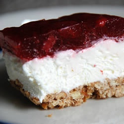 Judy's Strawberry Pretzel Salad~ this is crack of the jell-o world ...