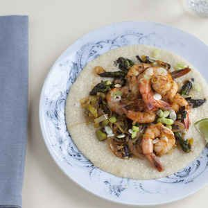 Southwestern Shrimp and Grits with Leeks and Asparagus