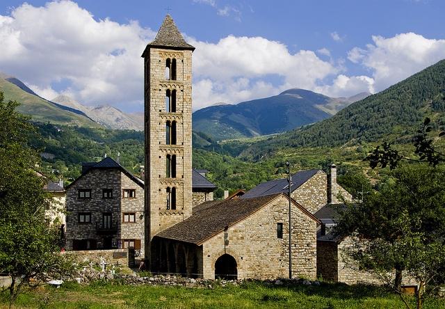 L'esglèsia de Santa Eulàlia d'Erill la Vall, presidint el poble del mateix nom. El campanar d'aquesta meravellosa esglèsia és sense dubte un dels més bonics de Catalunya, amb una perfecció lombarda dificil d'igualar. Lògicament forma part del conjunt Sofa nỉ đẹp, Mua Sofa nỉ đẹp ở đâu Hà Nội http://soloha.vn/sofa-ni-dep.html