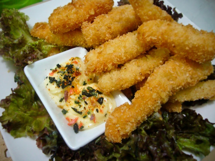 Coconut crusted fish fingers with mayo mango furakake dip