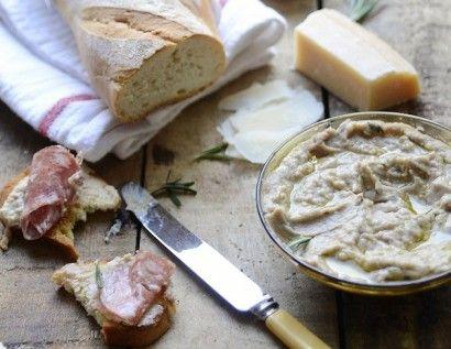 White Bean & Rosemary Crostini   Tasty Kitchen: A Happy Recipe ...