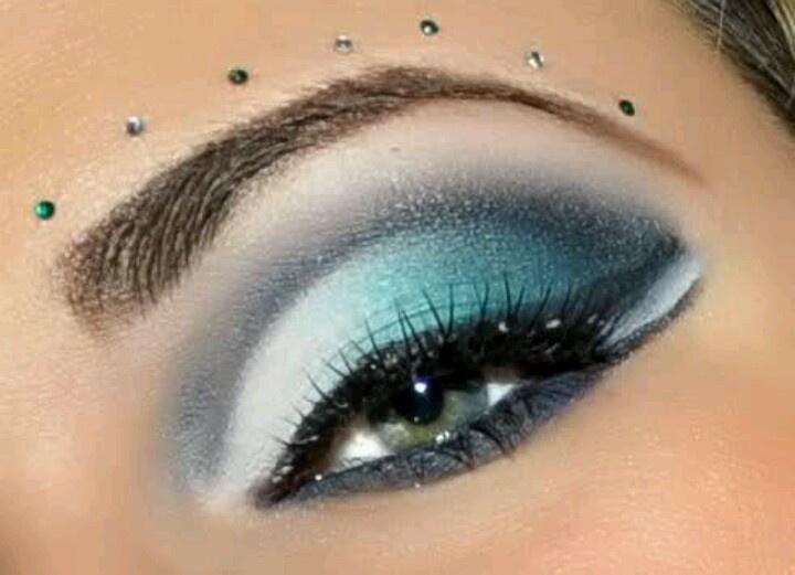 Graduation eye makeup