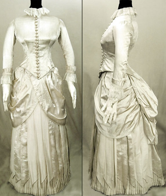 Victorian wedding dress the victorian era 1837 1914 for Victorian era wedding dresses