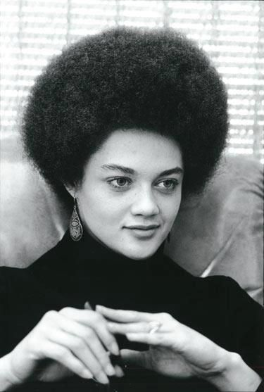 Kathleen Cleaver, première femme membre du conseil exécutif des Black Panthers. Elle est actuellement professeur de droit et Maître de conférences à l'Université Emory. /Kathleen Cleaver was the first female member of the Black Panther Party's decision making body. She currently serves as a Professor of Law and Senior Lecturer at Emory University.