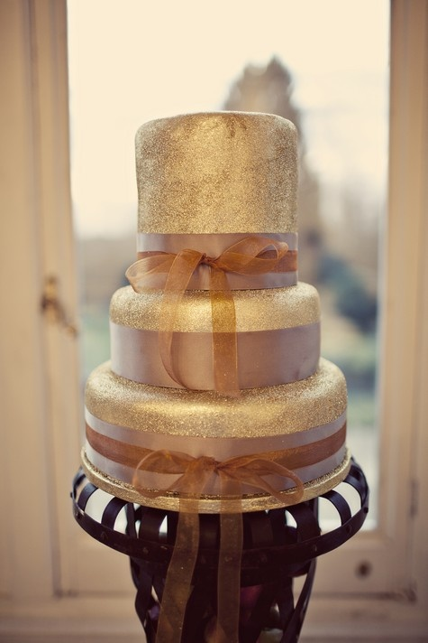 Gold Glitter Wedding Cake by Mrs Bou at The Boutique Baking Company , photo by Anna Clarke. My Website //www.simplycoutureweddings.com