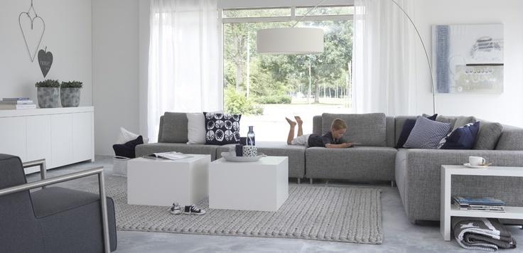 Woonkamer Met Grijze Vloer: Grijze muur witte keuken interieur p ...