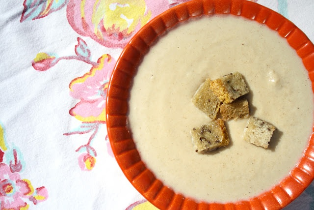 Creamy Roasted Garlic and Cauliflower Soup with Rye Croutons fforfood ...