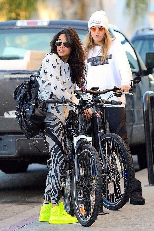 Cara Delevingne Kissing Michelle Rodriguez | POPSUGAR