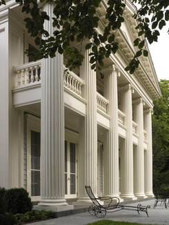 Southern style plantation porch beautiful outdoor places for Plantation columns