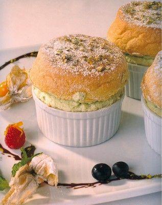Soufflé à la Pistache | dessert | Pinterest
