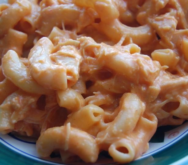Buffalo Mac N Cheese! This looks yummy!
