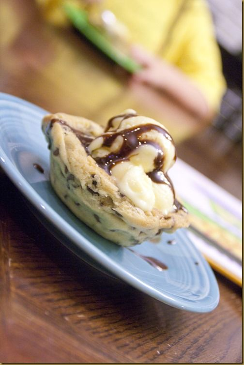 Chocolate chip cookie bowls | Cookies and bars | Pinterest