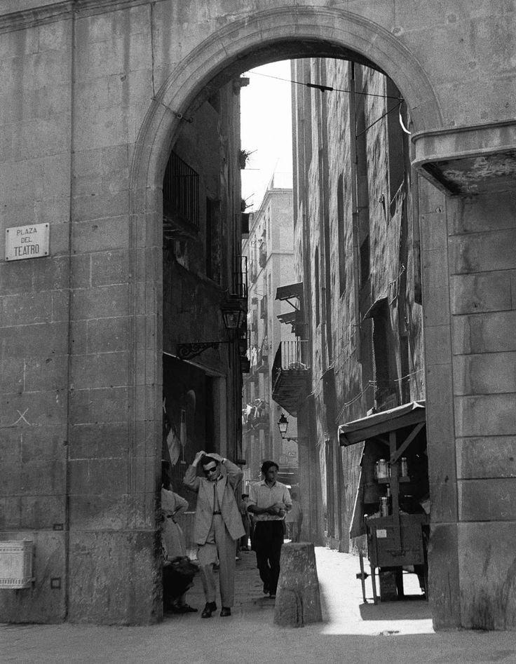 Barcelona ca 1950 calle arco del teatro photo francesc catala roca