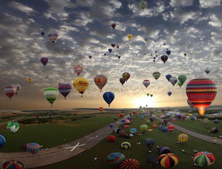 Stunning!  Lorraine Mondial Air Balloon Rally   France