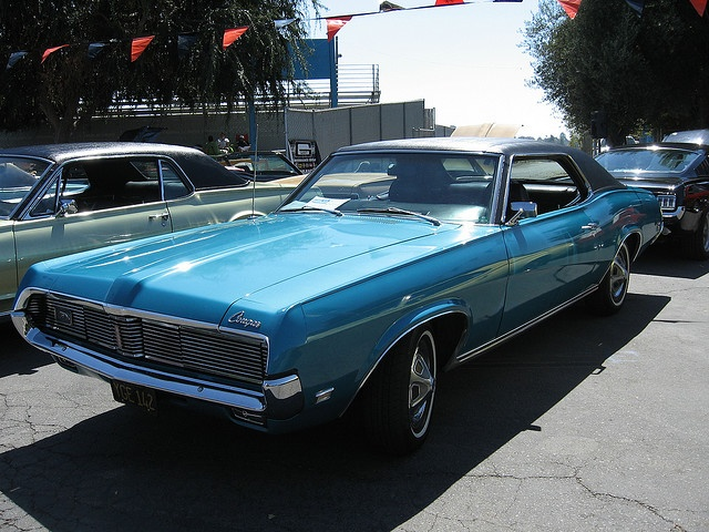 Looks just like my first car, a 1969 Mercury Cougar,  bjs