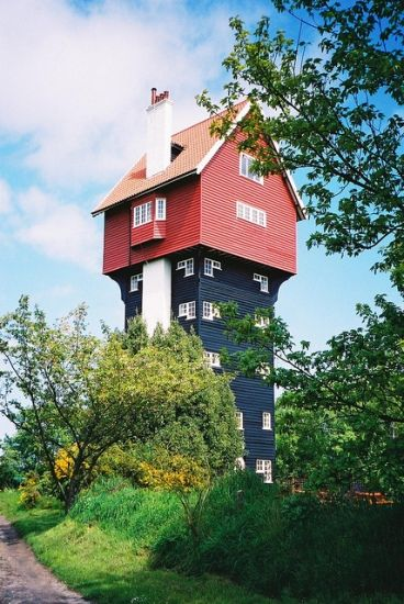 """Water Tower, recycled into a house. """"House in the Clouds"""" UK"""