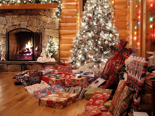 Cozy canadian cottage country christmas christmas for Country cabin christmas