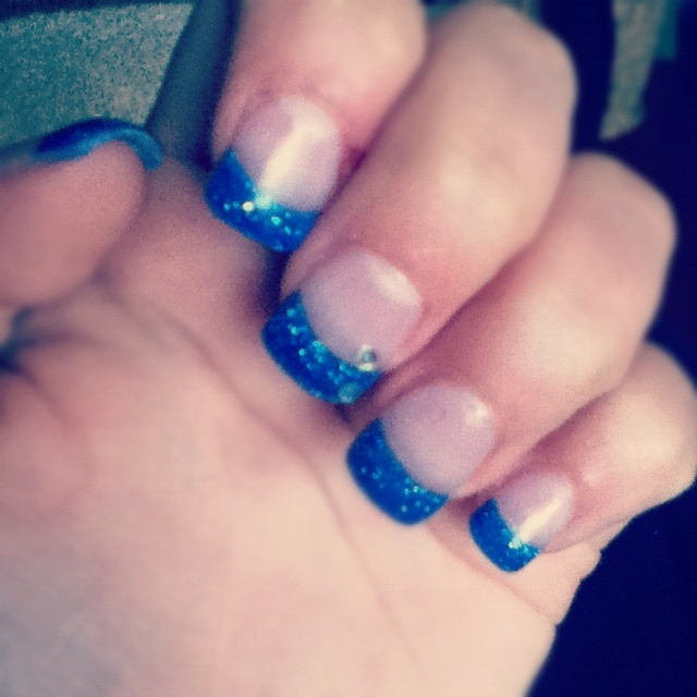 Blue Prom Nails: #prom #nails #blue #sparkles