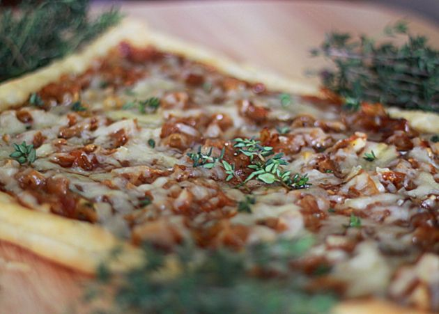 Caramelized Onion, Fig & Gruyere Tart with Fresh Thyme ...