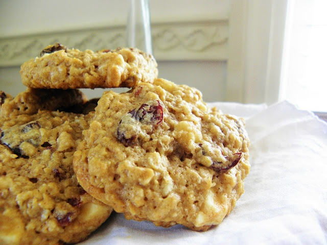 ... Little Kitchen: Chewy White Chocolate Chunk-Cherry Oatmeal Cookies