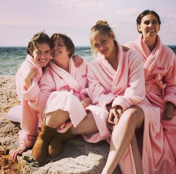 Allison, @Lena Åberg Åberg Dunham, Jemima, and @ZosiaRMamet  #GIRLS #tbt #throwbackthursday pic.twitter.com/X0WpyT3aCm