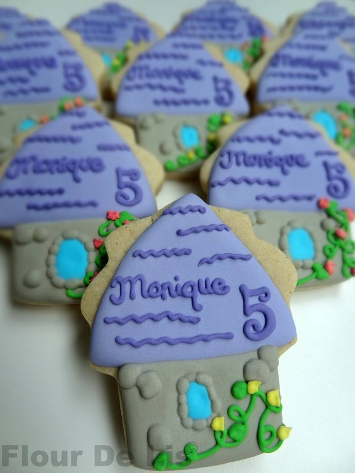 Rapunzel Towers (Cupcake Cookie Cutter)