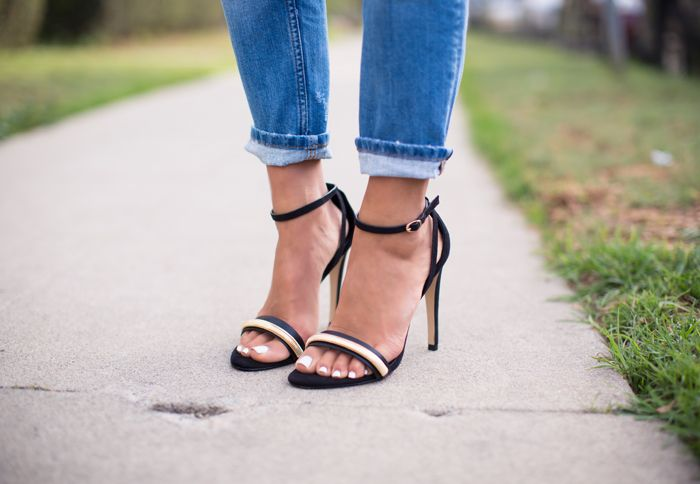 Blogger songofstyle in our EVA girlfriend jeans and barely there heels #riverisland #bloggerstyle #ridenim