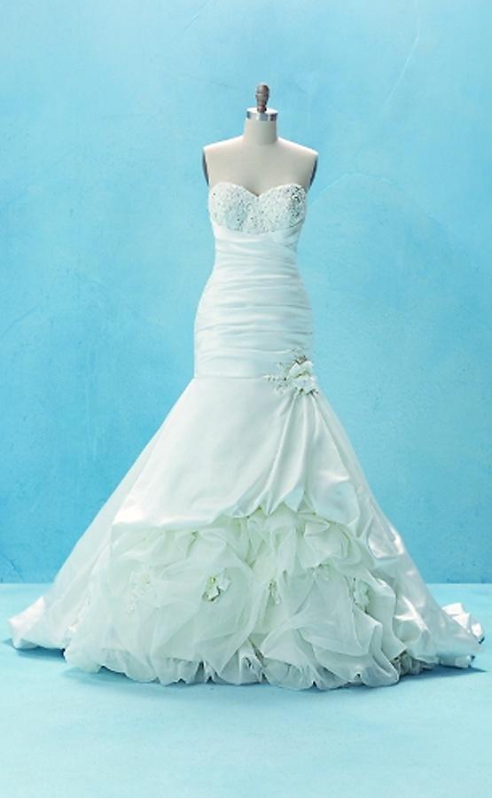 Disney princess inspired wedding dresses for Princess tiana wedding dress