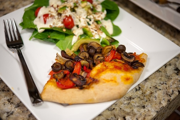 Easy Whole Wheat Veggie Pizza | um, yum | Pinterest