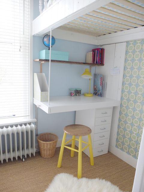 Bureau onder de hoogslaper idee n kinderkamers pinterest - Bed voor een klein meisje ...