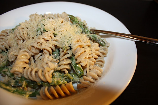 Asparagus, Goat Cheese, and Lemon Pasta | yumm in my tumm | Pinterest