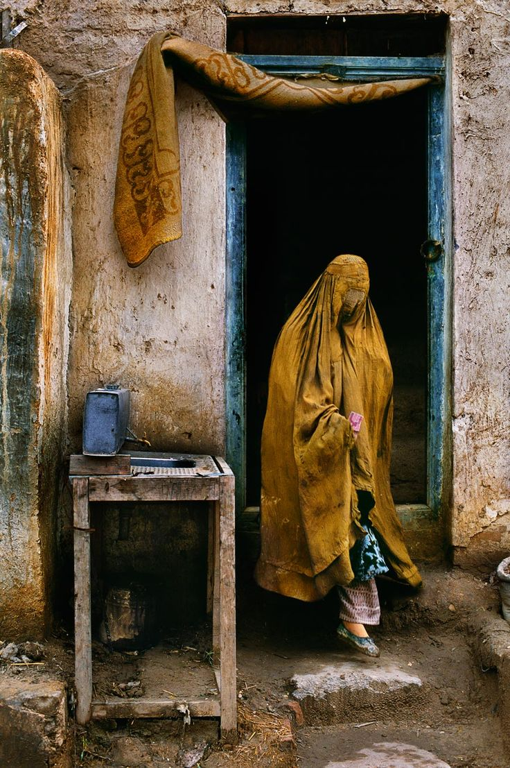 Steve McCurry. Amazing photographer!!!!!!!!!!! Stunning worldly photos!!