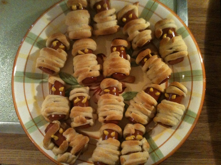 Mummy hot dogs for Halloween party | halloween | Pinterest
