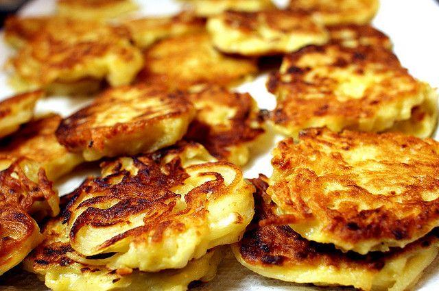 latkes (potato pancakes) | Look Yummy - Sides & Snacks | Pinterest