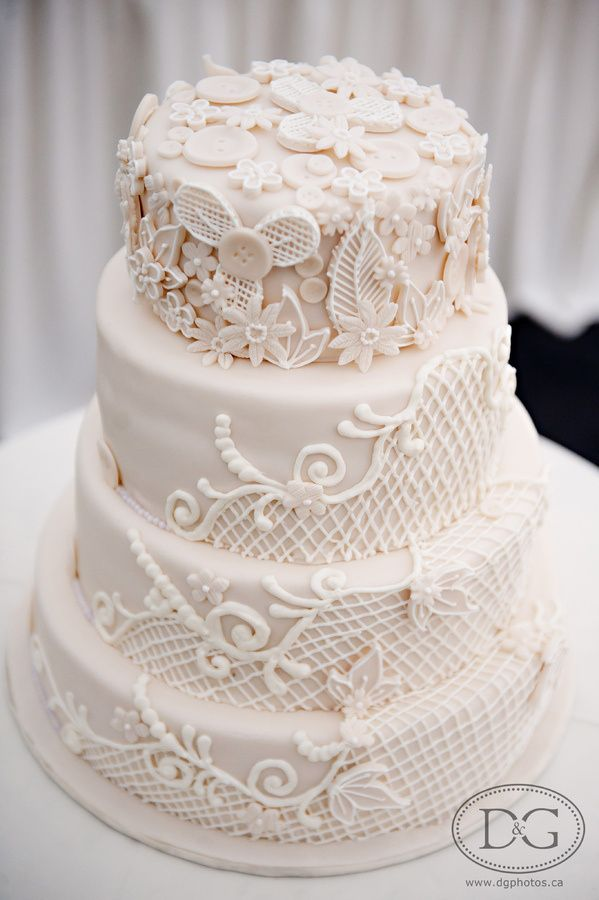 Pretty Piping Appliques Wedding Cake Wedding Cakes Pinterest