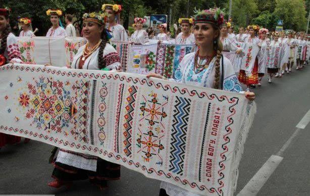 День незалежності, Україна, Київ, парад вишитих рушників фото: Natalia Posudka