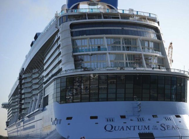 From high speed internet and simplified boarding to robotic bartenders and Roboscreens. Welcome the world's first smartship, Quantum of the Seas.