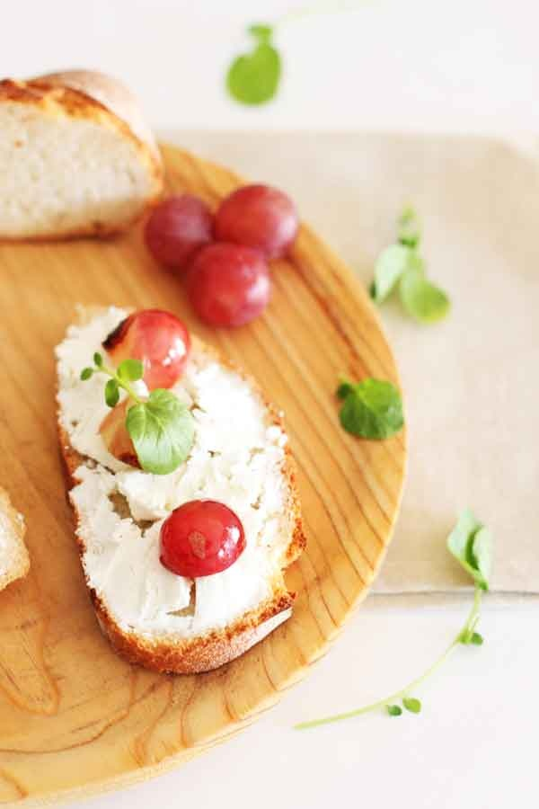 Goat Cheese and Grape Crostini | Say Cheese =) | Pinterest