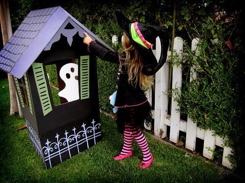 Cardboard haunted house halloween pinterest for How to make a cardboard haunted house