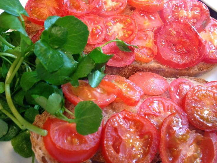 Tomatoes on toast | Recipe Junkie's Main Meals | Pinterest