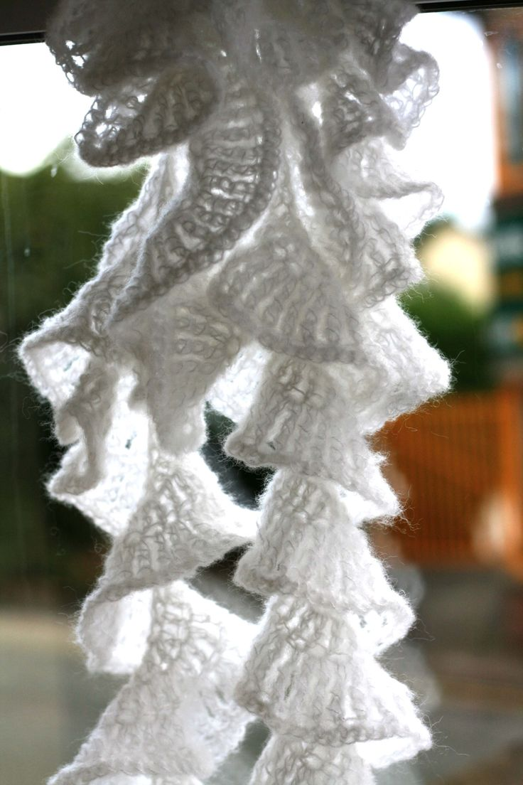 Pretty Crochet Patterns : Cascade Scarf A little slice of life?: Saw someone wearing this ...