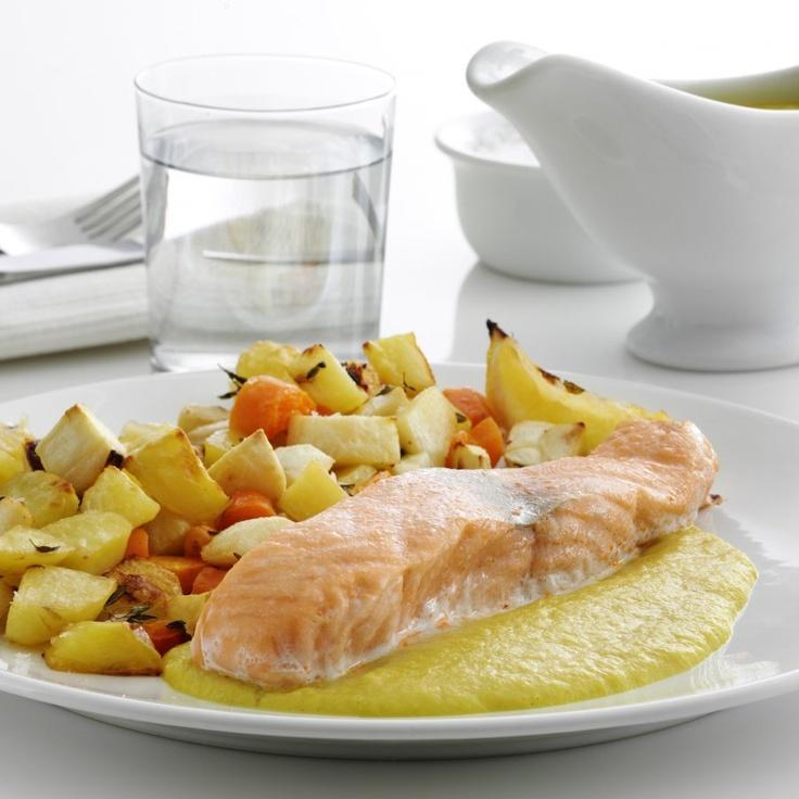 Ovnbagt laks, kartofler og rodfrugter med karry-urtesovs