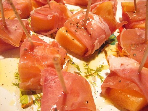 Honeydew Melon Wrapped in Prosciutto: 1 pepene galben; 1/4 cana zeama ...